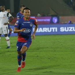 Chencho acrobatic late goal preserves Blues' unbeaten run against NorthEast United